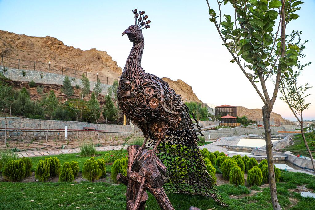 کرونا، مجوز بازگشایی باغ پرندگان قم و حضور شهروندان در این پروژه تفریحی را به تاخیر انداخت