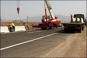 آغاز اجرای نصب گاردریل مفصلی به طول ۲۵ کیلومتر در آزاد راه قم – تهران